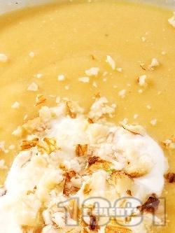 Бадемова крем супа с червена леща, картофи и течна готварска сметана - снимка на рецептата